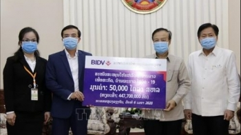 doanh nghiep viet tai tro 370000 usd giup lao chong covid 19