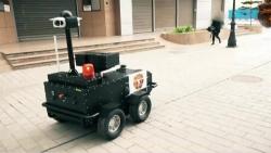 video can canh robot giam sat nguoi tren duong pho o tunisia nham doi pho covid 19