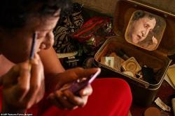 nhieu cong dan indonesia bi cam xin viec vi la nguoi chuyen gioi